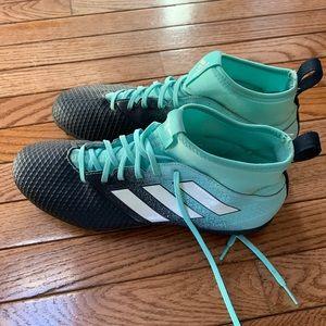 Barely worn indoor soccer cleats men's size 10